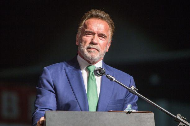 Arnold Schwarzenegger suree ystävänsä menettämistä.