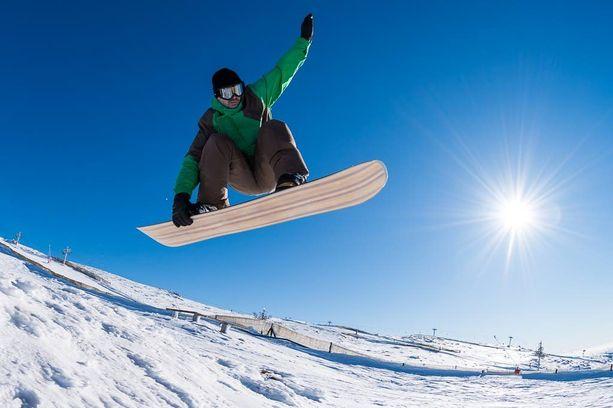 Hyviä liikuntamuotoja ovat muun muassa pallopelit, luistelu ja lumilautailu, sillä ne horjuttavat tasapainoa ja niissä käytetään useita liikesuuntia.