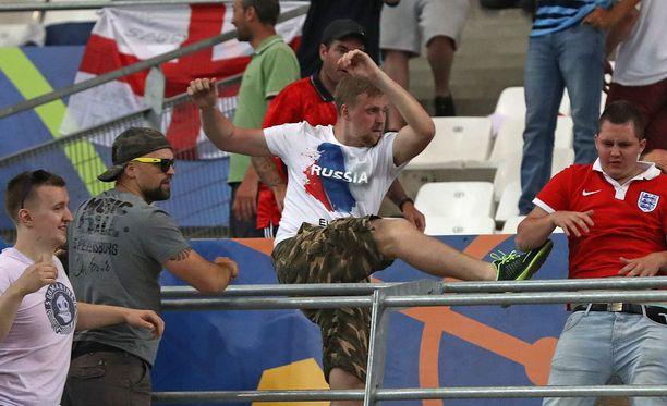 Englannin ja Venäjän välisen EM-ottelun jälkeen stadionilla puhkesi rähinöitä.