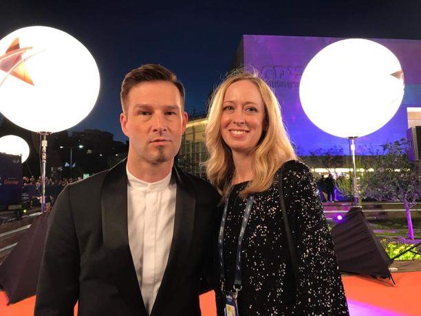 Darude, oikealta nimeltään Ville Virtanen, on tunnettu suomalainen DJ ja säveltäjä. Vierellä Michelle-vaimo.  Pariskunnalla on vuosina 2009 ja 2017 syntyneet lapset.