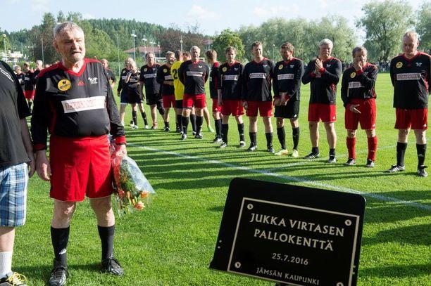 Jukka Virtanen liikuttui kyyneliin syntymäpäiväjuhlissaan.