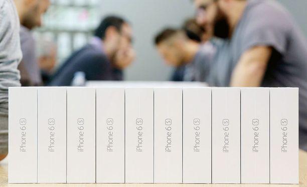 Uusia iPhone 6s -puhelimia Italiassa.
