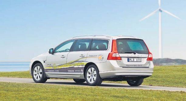 """Volvo tekee yhteistyötä sähköyhtiö Vattenfallin kanssa. Yhtiö rakentaa latausverkostoa ja tuottaa """"puhdasta"""" sähköä."""