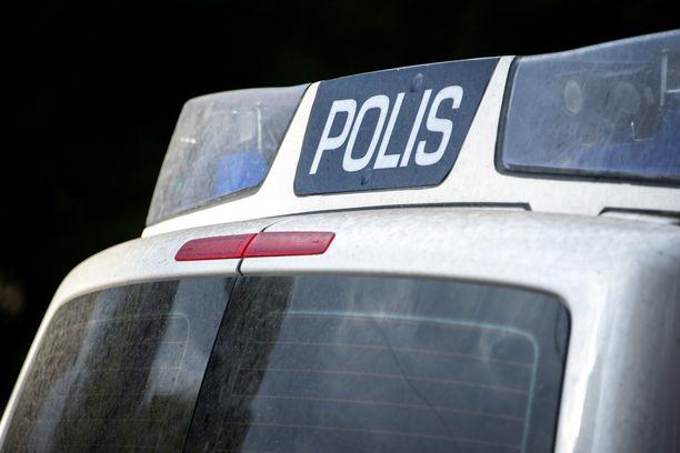 Poliisi sai kiinni leipomoon murtautuneen miehen, joka myönsi ottaneensa mukaan matkaevästä.