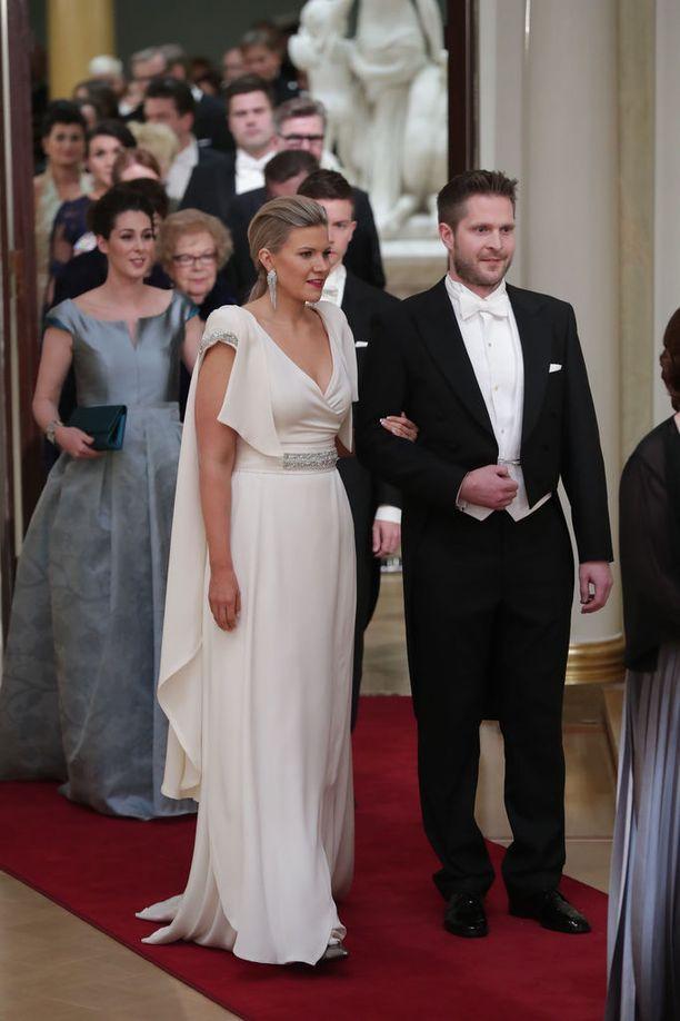 Viime vuonna Iltalehden lukijat äänestivät Linnan kuningattareksi kansanedustaja Sofia Vikmanin Kokoomuksen toisen kauden kansanedustajan veistoksellinen puku oli Vikmanin luottosuunnittelijan Anna-Mari Pahkalan käsialaa.