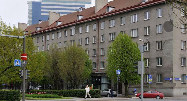 Haverinen ja Roivainen olivat kirjoilla Tallinnan keskustassa sijaitsevassa asunnossa kolmannen suomalaismiehen kanssa, vaikka molemmat asuivat perheineen Helsingissä.