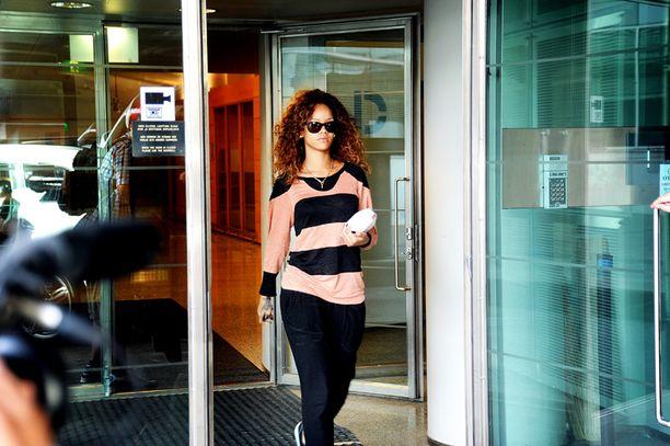 Rihanna saapui Suomeen reittilennolla.