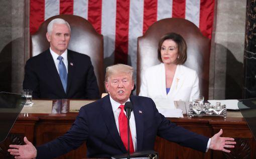 Tämä on vallanperimysjärjestys, jos Trump ei pystyisi hoitamaan tehtäviään – ensimmäisinä Pence ja Pelosi