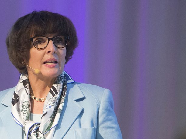 Suomen liikenne- ja viestintäministeri Anne Berner kiittelee selvitykseen osallistuneita osapuolia.