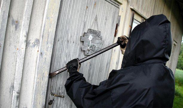 Murtautujat ovat asustelleet luvatta useilla mökeillä Savossa.