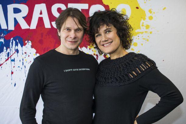 Kari-Pekka Toivonen ja Minttu Mustakallio näyttelevät pariskuntaa. -  Olemme K-P:n kanssa miettineet, että mistä tässä Rouskun ja Karitan suhteessa on oikein kysymys. Lopputuloksena on se, että kyseessä on tosirakkaus.
