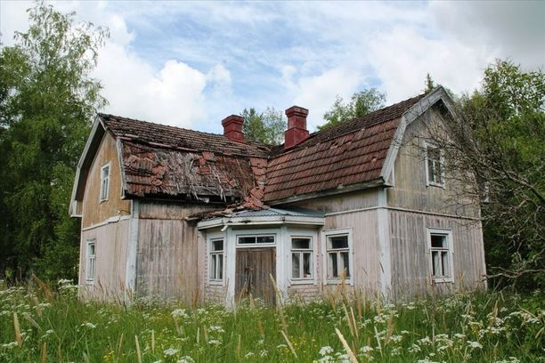 """Tässä Huittisen huvilassa on myynti-ilmoituksen mukaan """"sitä jotakin"""" vanhan talon idylliä."""