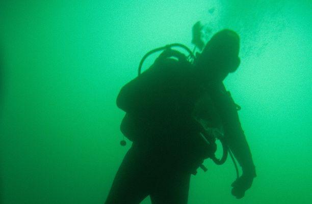 Sukellusonnettomuus tapahtui Taivalkosken Latvalammella. Kuvituskuva.