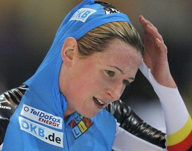 Saksalainen Claudia Pechstein vetäytyi kilpailusta sairauteen vedoten.