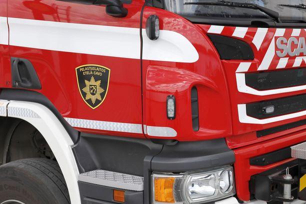 Liikenneonnettomuus katkaisi torstaiaamuna liikenteen ysitiellä Pieksämäellä.