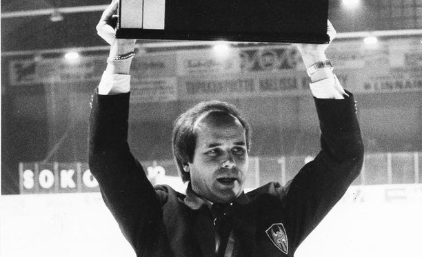 Tapparan 30 vuotta sitten Suomen mestaruuteen valmentanut Olli Hietanen menehtyi 67 vuotiaana.