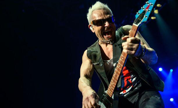 Scorpions nosti Lahden yöt -tapahtuman lipun hintaa.