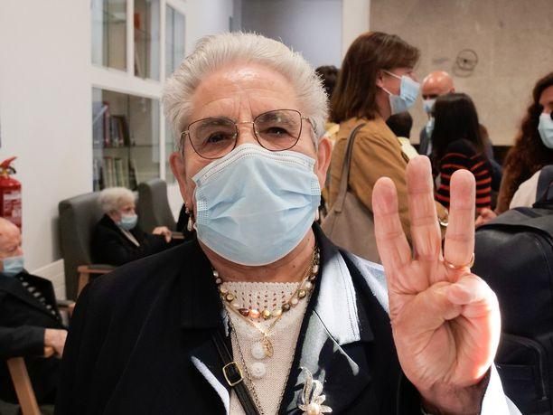 Espanjalainen Nieves Cabo, 82, oli ensimmäinen galicialainen, joka sai kolmannen rokotteen.