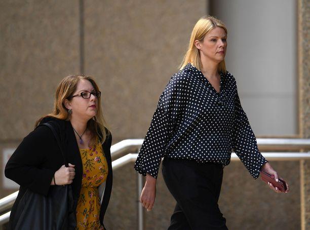 Hierontaterapeutti Leanne Russellin (kuvassa oikealla) väite Chris Gaylen itsensäpaljastamisesta todettiin perättömäksi korkeimmassa oikeudessa.