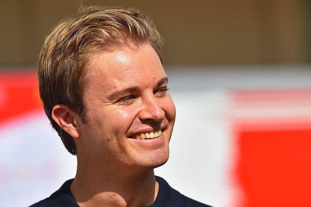 Nico Rosberg pääsi kokeilemaan upouutta McLarenin superautoa.