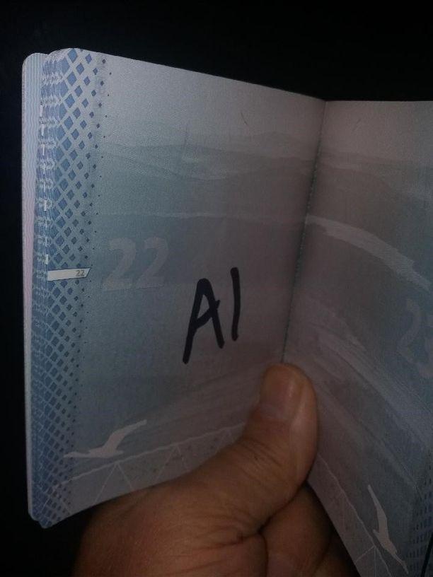 Tällainen yllättävä merkintä oli vantaalaisen Jukan upouudessa passissa.
