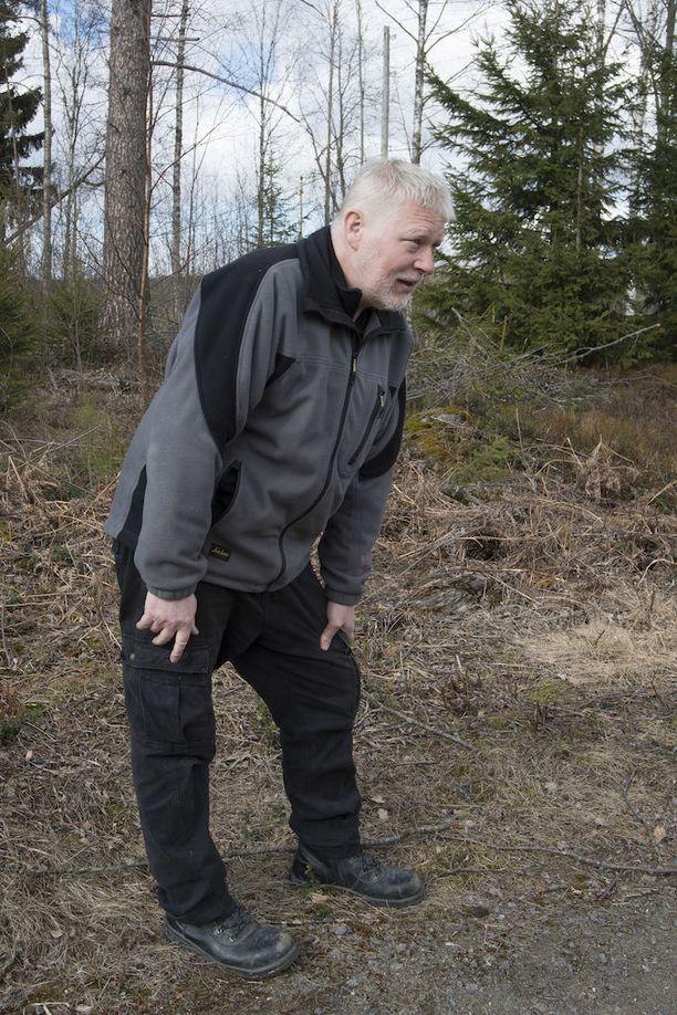 Miehen askel painaa. Hyvänä päivänä Tommi Lensu voi kävellä jopa muutaman kilometrin, mutta toisena päivänä jopa kotona on käytössä rollaattori.