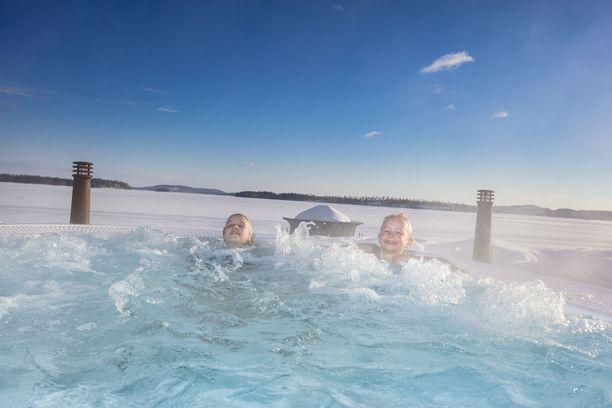Nurmeksen Bomban kylpylä uusittiin muutama vuosi sitten. Keväällä hotelliin aletaan rakentaa lisäsiipeä, johon tulee järvinäköalalla varustettuja huoneita.