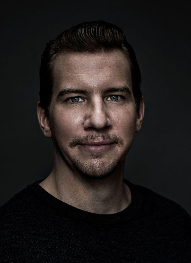 Aku Hirviniemi astuu Hietasen saappaisiin tulevassa filmatisoinnissa.