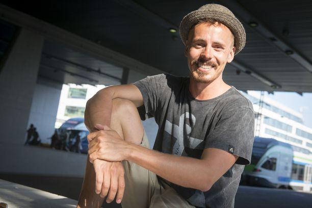 Näyttelijä Jasper Pääkkönen on mukana matkailuhankkeessa.