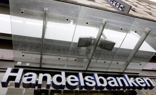 Handelsbankenin järjestelmiin tulleen virheen vuoksi monet pankin asiakkaista ovat saaneet aiheettomia luottokorttilaskuja.
