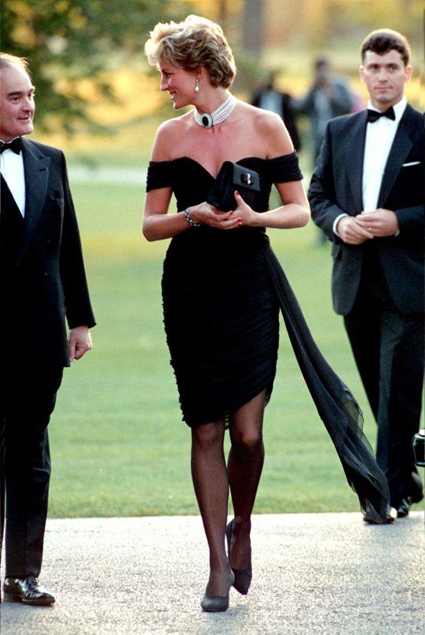 Tämä kuva Dianasta jäi muodin historiaan.