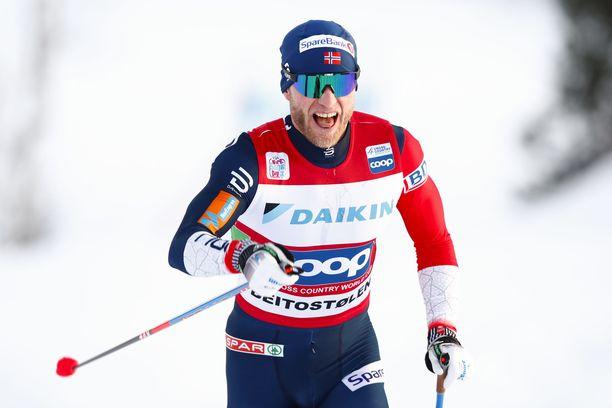 Martin Johnsrud Sundby jäi kauas Iivo Niskasen vauhdista.