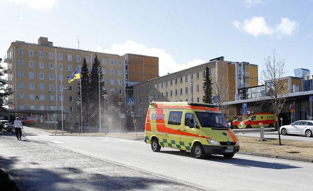 Toimitusjohtajan tytär kuoli Satakunnan keskussairaalassa. Mies katsoi erään sairaalan ylilääkärin olevan vastuussa lapsensa kuolemasta.