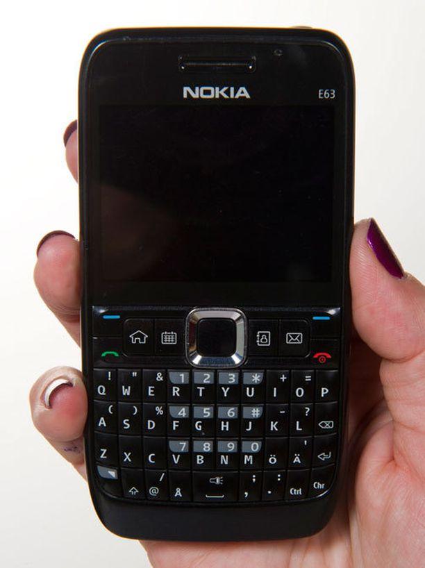 VANHA Kauas ei ole omena pudonnut puusta. Kuvassa Nokian E63, joka julkaistiin vuonna 2008.