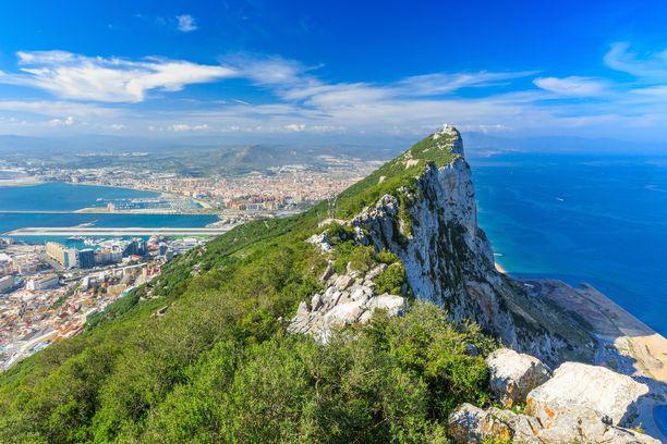 Gibraltar on pala Britanniaa Espanjan rannikolla. Sen ylle kohoavalla kalliolla elää Euroopan ainoa luonnonvarainen apinalaji.