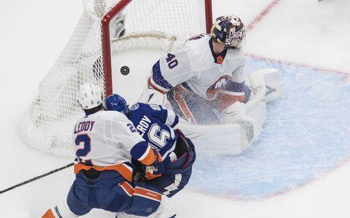 NHL:n pudotuspeleissä hurjat murskalukemat – maalivahti lauottiin vaihtoon kymmenen minuutin jälkeen