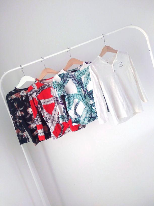 – Laitan lasten paidat tai mekot pesun jälkeen suoraan heidän huoneissaan oleviin vaaterekkeihin kuivumaan. Näin lapset näkevät heti, mitkä vaatteet ovat puhtaina ja heidän on helppo valita päivän vaatteet, Leena kertoo.
