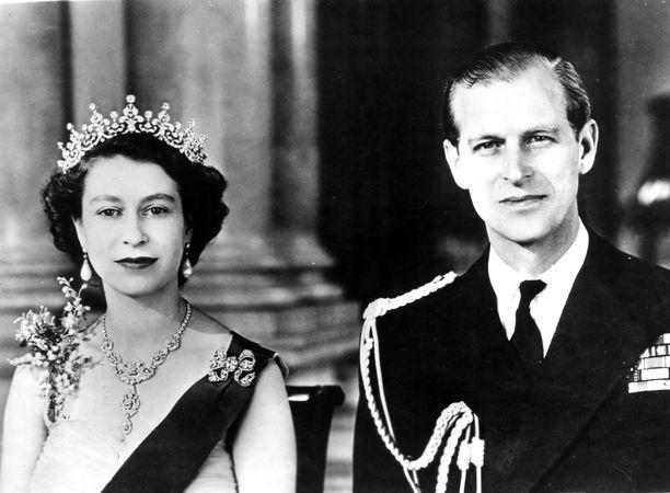Kuningatar Elisabet sai puolisonsa prinssi Philipin täyden tuen.