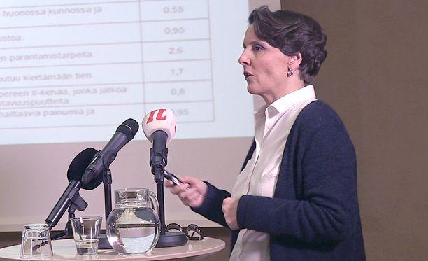Anne Bernerin mukaan perjantaina annetut rahat helpottavat Suomen huonoja liikenneväyliä - mutta kokonaan ne eivät paranna tilannetta.