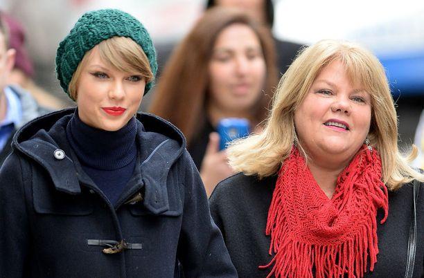 Taylor Swiftin äiti Andrea Finlay on 57-vuotias.