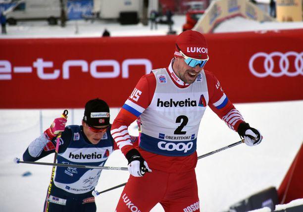 Sergei Ustjugovin (edessä) ja Johannes Kläbon välillä kipinöi Tourin etapilla Oberstdorfissa.