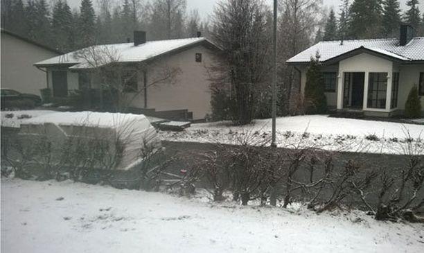 Kuopiossa oli aamun aikana satanut maahan lumikerros.