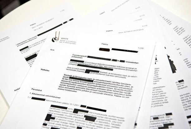 Valvira toimitti asiakirjat mustattuina.