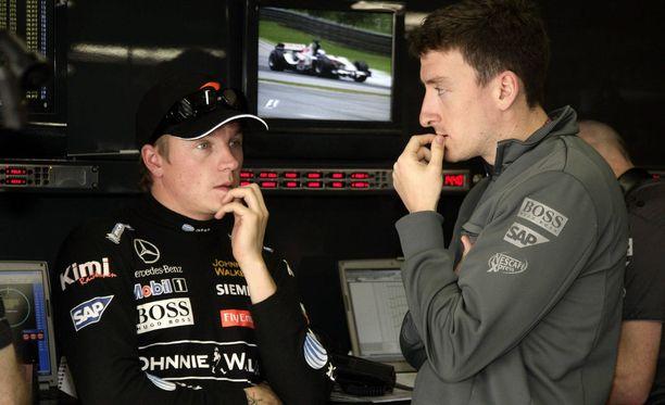 Kimi Räikkönen ei osannut vielä ennen Brasilian päätöskisaa vuonna 2006 aavistaa Marc Priestleyn jekkua.