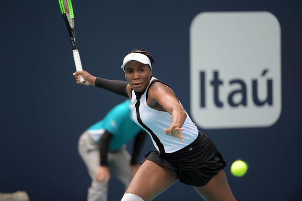 Venus Williams hävisi maanantaina turnauksen nuorimmalle pelaajalle.
