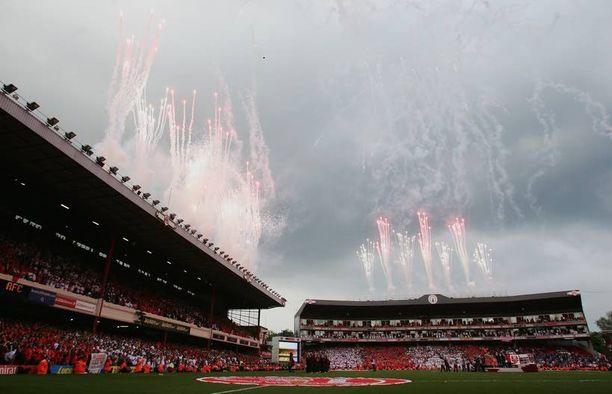 Highburyn stadion Lontoossa toimi Valioliigan Arsenalin kotina peräti 93 vuoden ajan. Arsenal pelasi viimeisen ottelun Highburylla toukokuussa 2006. Highburyn kapasiteetti oli reilut 38 000 henkeä.