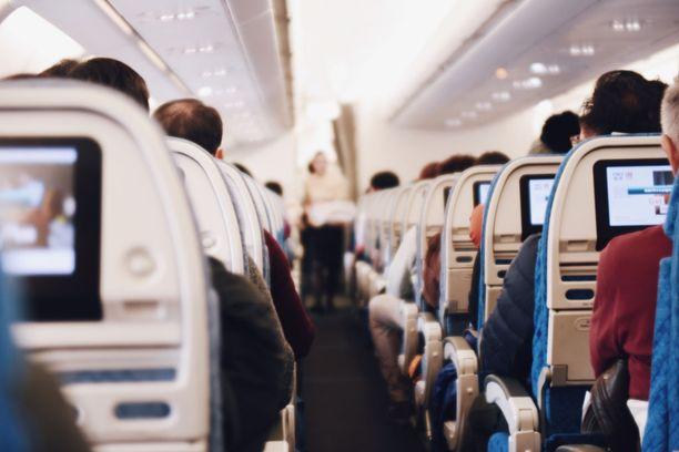 Lentomatkustamisen maailmanennätysmies ei pidä nykykoneiden ahtaudesta.