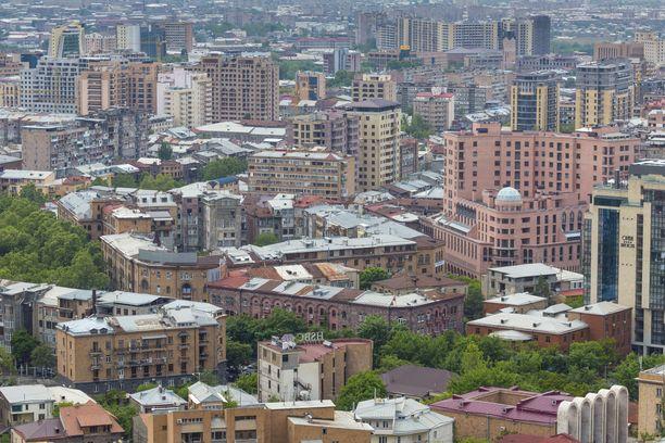 Vaaleanpunainen on Jerevanin rakennuksille tyypillinen värisävy.