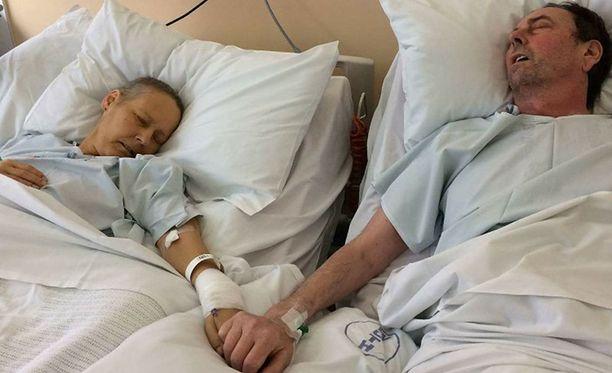 Äiti ja isä hyvästelivät toisensa juuri ennen isän kuolemaa. Äiti kuoli viisi päivää myöhemmin.