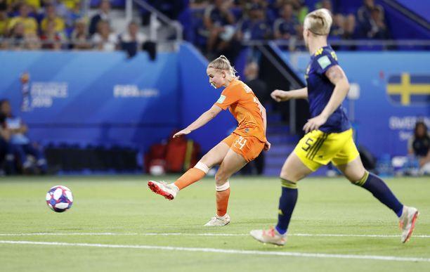 Hollannin Jackie Groenen ampui Oranjen MM-finaalin. 1-0-voittomaali syntyi vasta jatkoajalla.
